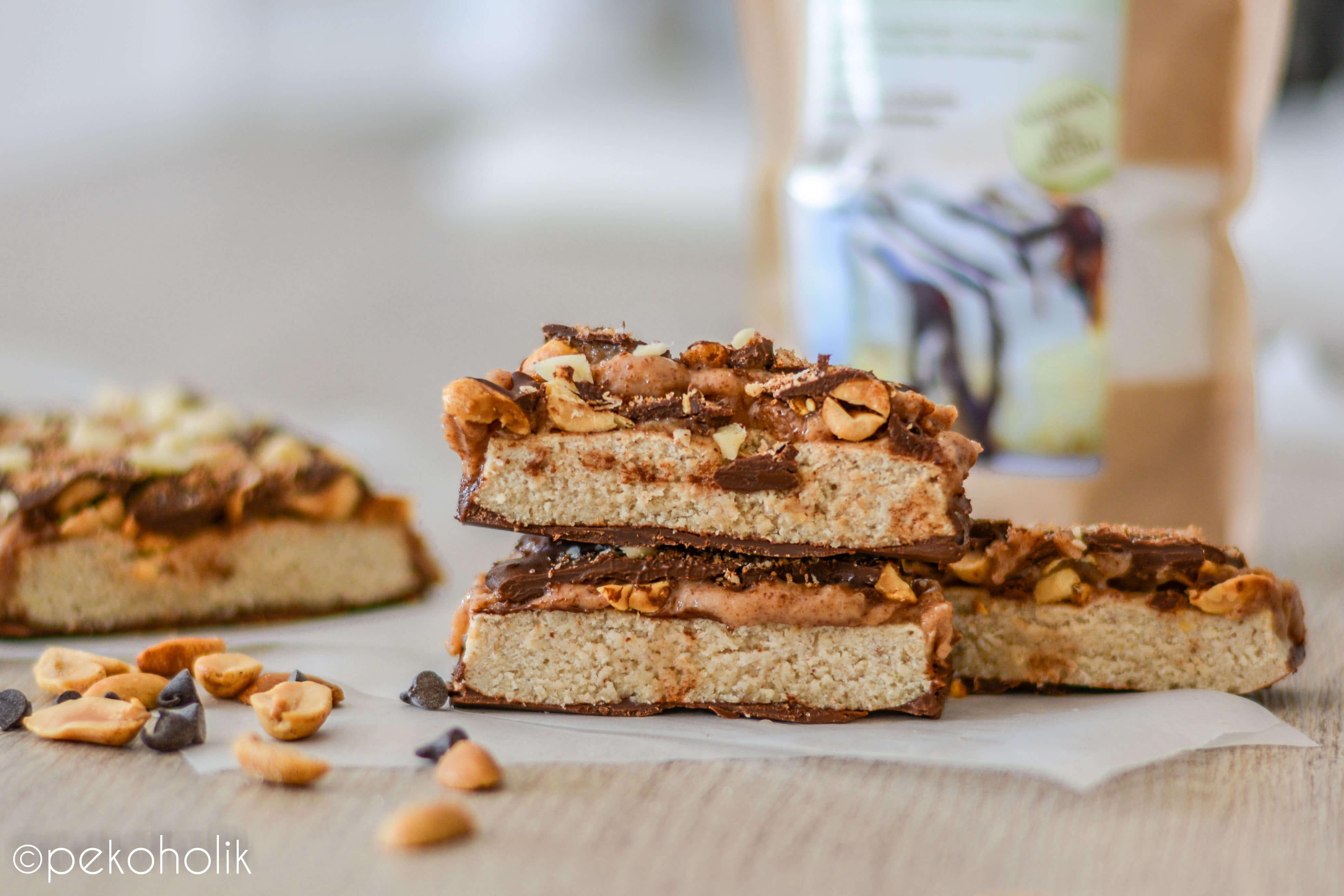 Na sliki je fit snickers - zdrav snickers.